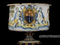 coppa rinfrescatoio con stemma castelli attribuito a bottega di orazio pompei fine del xvi secolo