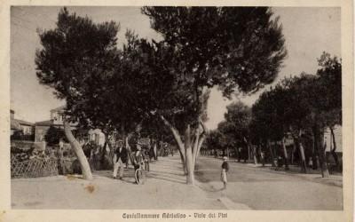 Castellammare Adriatico, Viale dei Pini, in fondo a sinistra Villa Urania